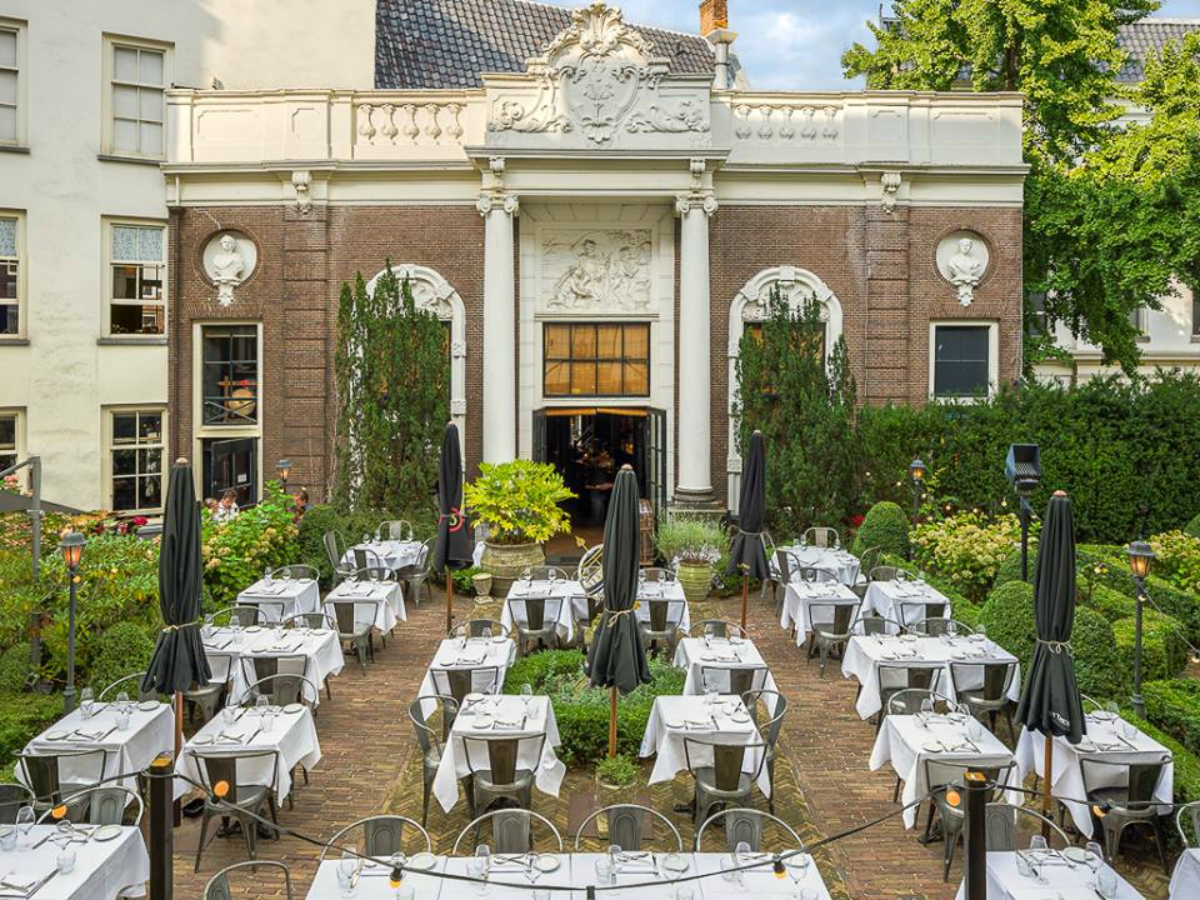 Lion Noir restaurant terras Catch52 tuin