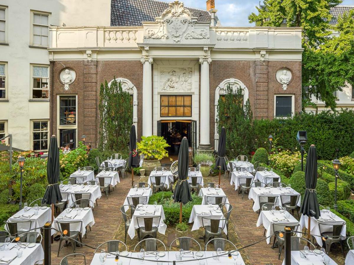 Lion Noir restaurant terras Catch52 tuin