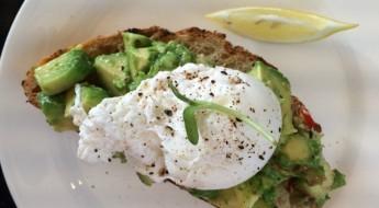 Mr Porter WHotel ontbijt avocado toast
