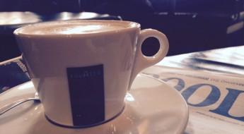 Cafe Zurich koffie krant Amsterdam Catch52